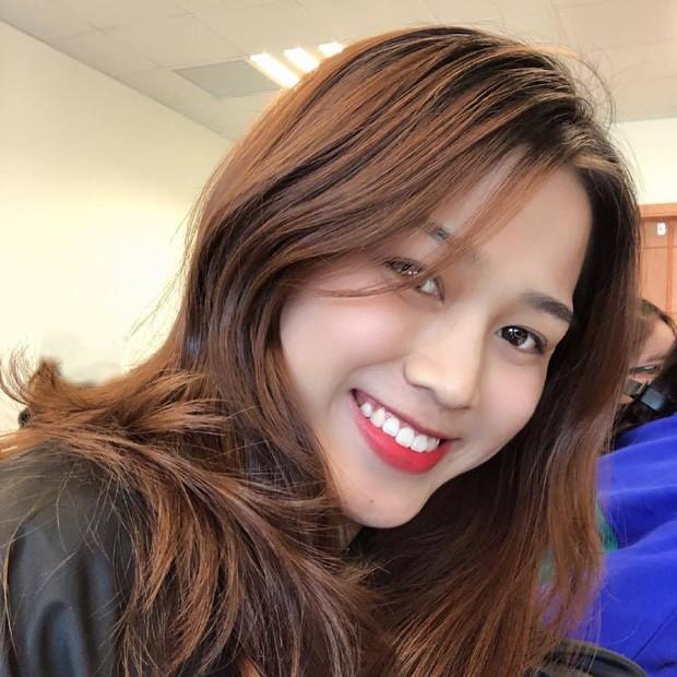 """Hoa hậu Đỗ Thị Hà cứ khoe mặt mộc là gây """"bão mạng"""": Da căng bóng, đẹp đỉnh cao!  ảnh 5"""