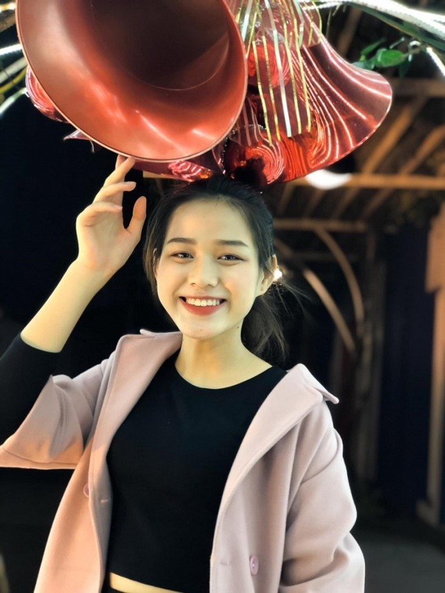 """Hoa hậu Đỗ Thị Hà cứ khoe mặt mộc là gây """"bão mạng"""": Da căng bóng, đẹp đỉnh cao!  ảnh 7"""