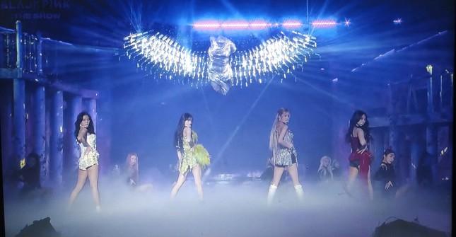BLACKPINK diện toàn đồ đẹp trong concert The Show nhưng vẫn có một bộ khiến netizen khó cảm ảnh 5