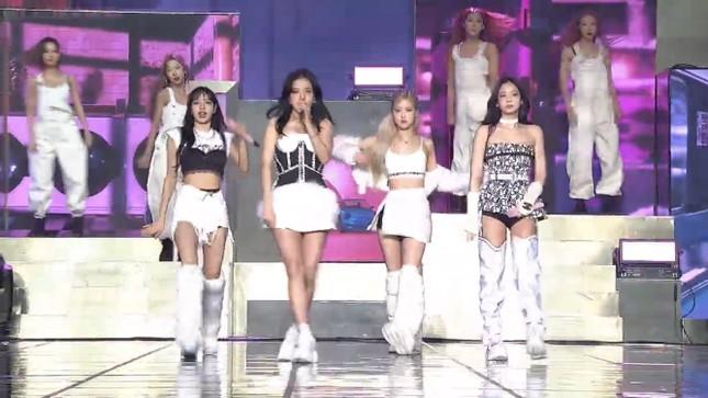 BLACKPINK diện toàn đồ đẹp trong concert The Show nhưng vẫn có một bộ khiến netizen khó cảm ảnh 8