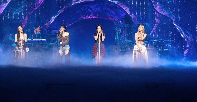 BLACKPINK diện toàn đồ đẹp trong concert The Show nhưng vẫn có một bộ khiến netizen khó cảm ảnh 7