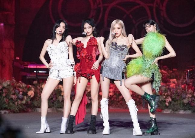 BLACKPINK diện toàn đồ đẹp trong concert The Show nhưng vẫn có một bộ khiến netizen khó cảm ảnh 4