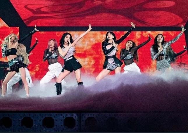BLACKPINK diện toàn đồ đẹp trong concert The Show nhưng vẫn có một bộ khiến netizen khó cảm ảnh 3