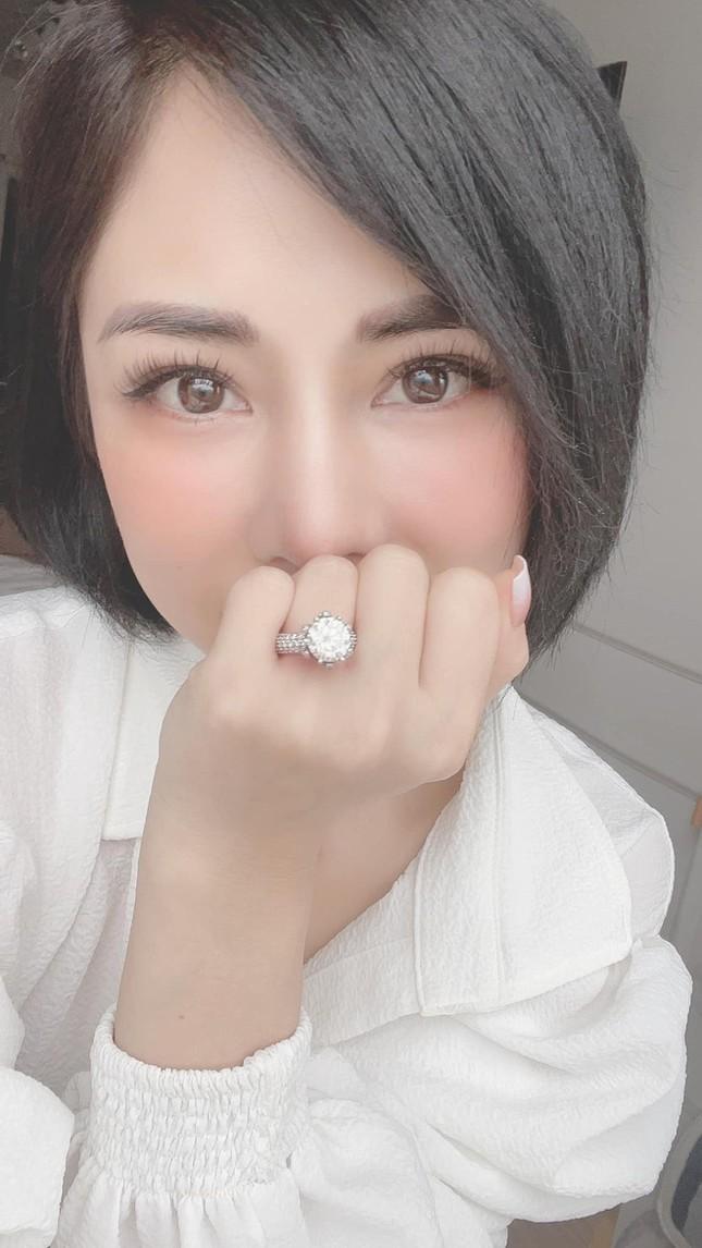 Diễn viên Huỳnh Anh cầu hôn bạn gái hơn tuổi nhưng bất ngờ nhất là khung cảnh xung quanh ảnh 4