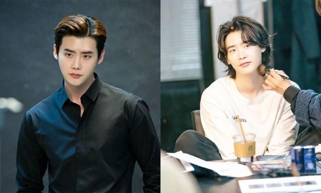 """Đi tìm sự thật phía sau màn nuôi tóc dài hóa """"bà thím"""" của Sehun (EXO) và Lee Jong Suk ảnh 6"""
