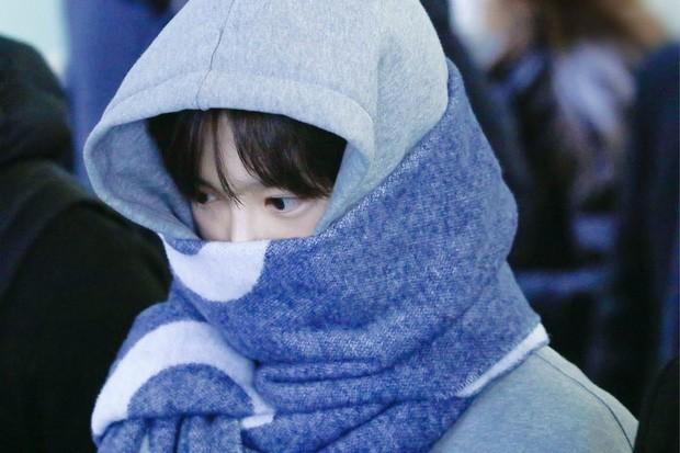 Những bức ảnh khiến fan K-Pop nhức não suy luận: BLACKPINK góp hẳn 3 tấm, nhìn mãi mới ra! ảnh 7