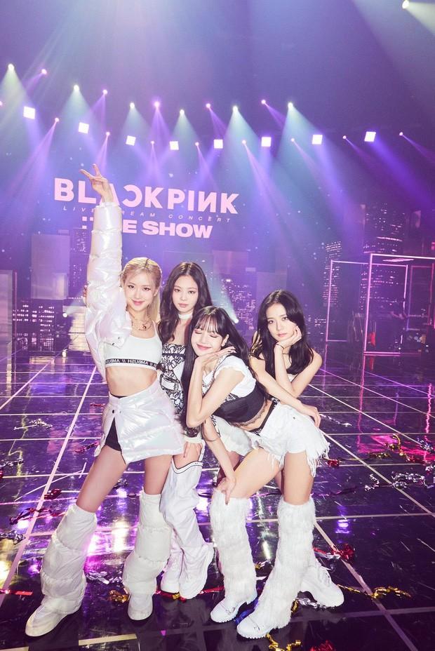 Những bức ảnh khiến fan K-Pop nhức não suy luận: BLACKPINK góp hẳn 3 tấm, nhìn mãi mới ra! ảnh 1