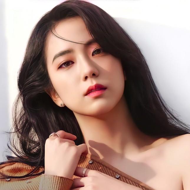 Dựa vào đâu mà netizen khen Jisoo ngày càng có khí chất và phong thái của một diễn viên? ảnh 11