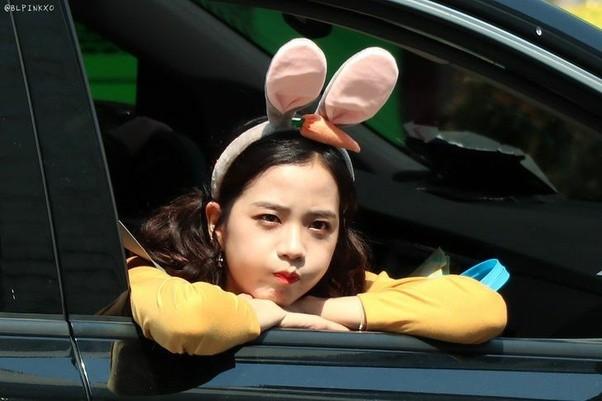 Dựa vào đâu mà netizen khen Jisoo ngày càng có khí chất và phong thái của một diễn viên? ảnh 5