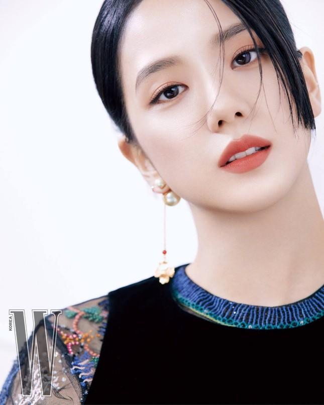 Dựa vào đâu mà netizen khen Jisoo ngày càng có khí chất và phong thái của một diễn viên? ảnh 10