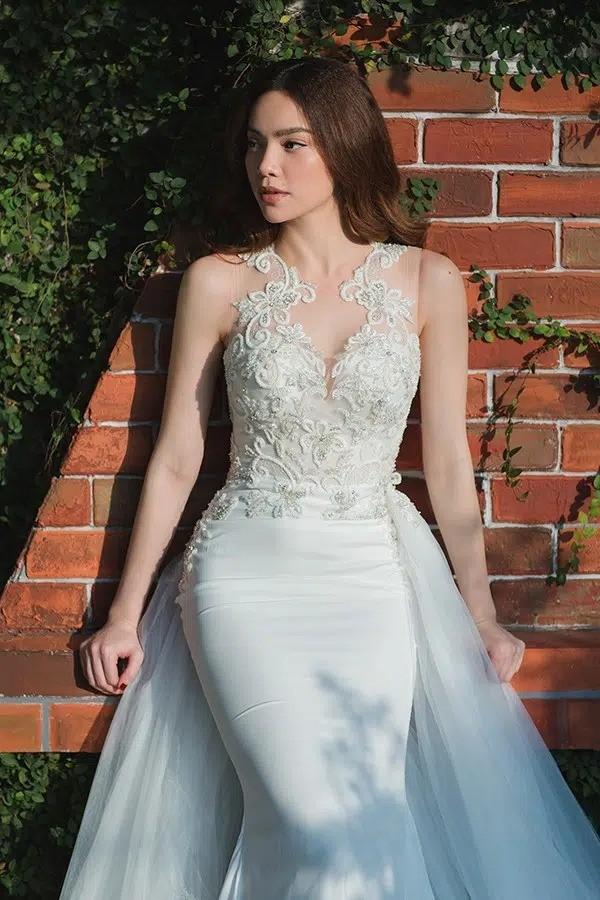 """Soi váy cưới của Hồ Ngọc Hà trong bộ ảnh """"rất giống ảnh cưới"""": Đơn giản mà cực kiêu sa! ảnh 1"""