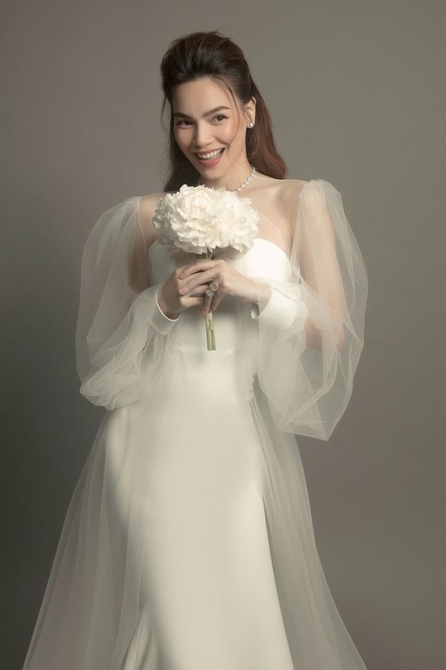 """Soi váy cưới của Hồ Ngọc Hà trong bộ ảnh """"rất giống ảnh cưới"""": Đơn giản mà cực kiêu sa! ảnh 4"""