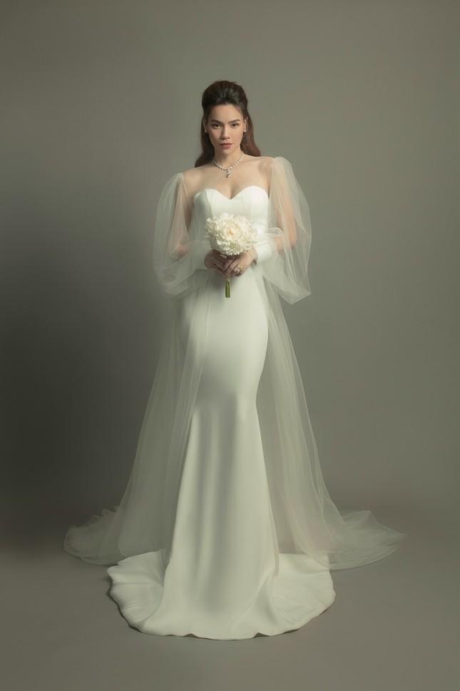 """Soi váy cưới của Hồ Ngọc Hà trong bộ ảnh """"rất giống ảnh cưới"""": Đơn giản mà cực kiêu sa! ảnh 3"""
