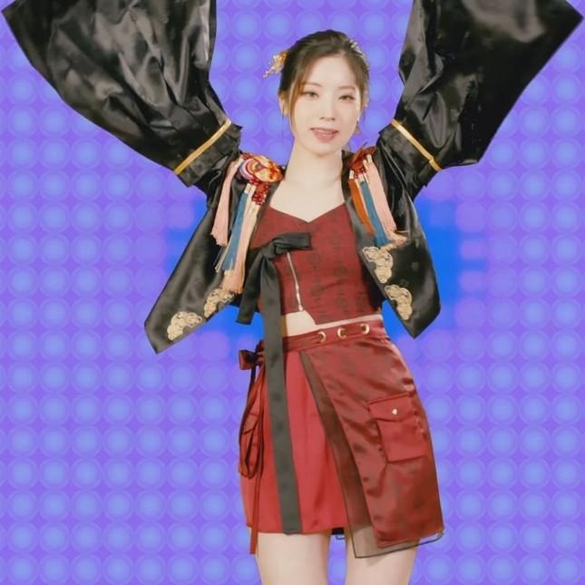 Cứ ngỡ Dahyun (TWICE) đụng hàng hanbok với Jisoo (BLACKPINK) nhưng sự thực ê chề hơn nhiều ảnh 2