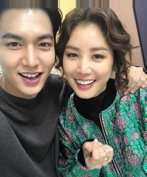 Lee Min Ho vướng tin đồn cực sốc: Đang bí mật hẹn hò với bạn diễn hơn 21 tuổi? ảnh 2