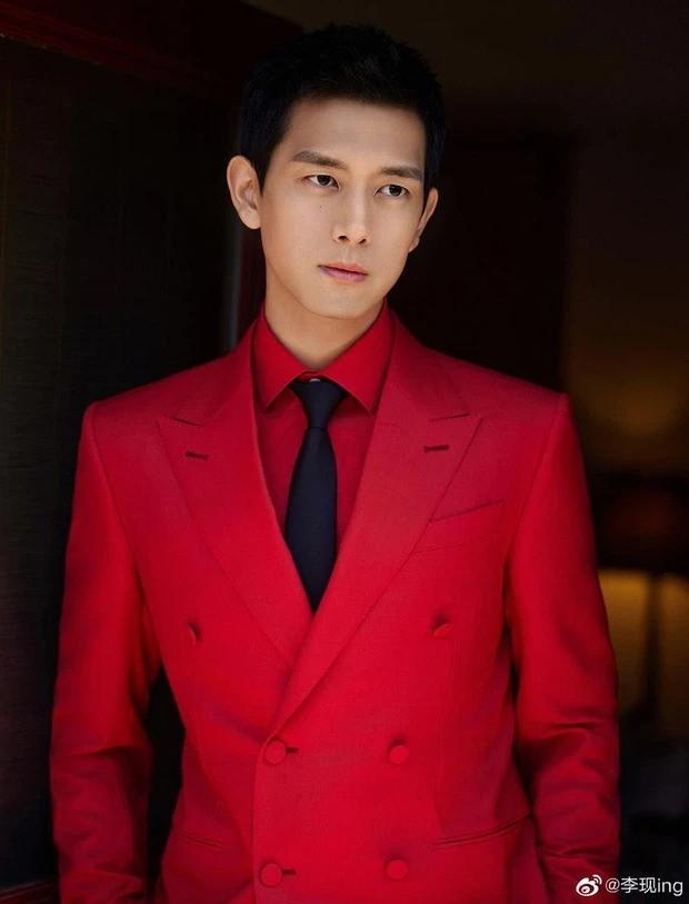 """Sao C-Biz diện đồ đỏ đón Tết: Nhiệt Ba, Dương Mịch hay Quan Hiểu Đồng xứng danh """"công chúa""""? ảnh 9"""