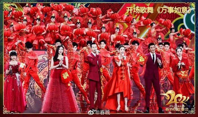 """Sao C-Biz diện đồ đỏ đón Tết: Nhiệt Ba, Dương Mịch hay Quan Hiểu Đồng xứng danh """"công chúa""""? ảnh 1"""
