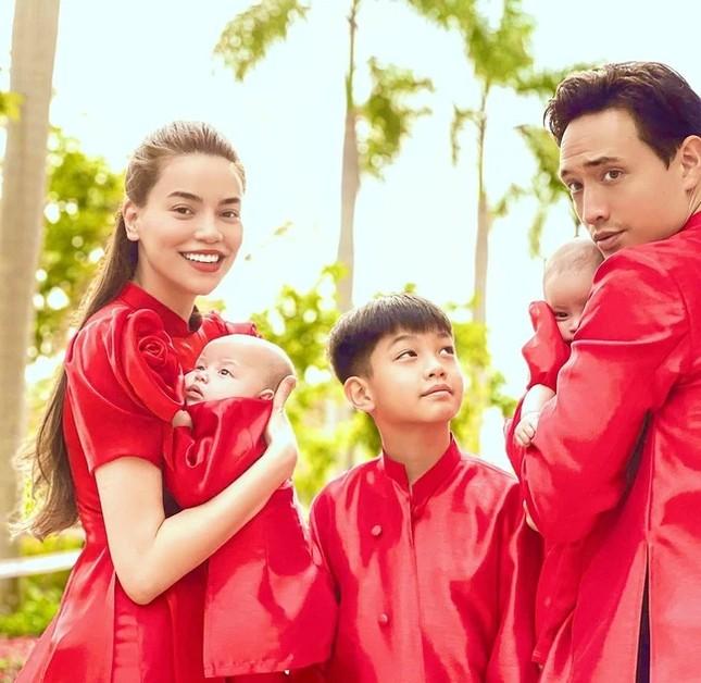 Ngắm sao Việt khoe áo dài ngày Tết mới thấy không phải túi hàng hiệu mà túi cói lên ngôi ảnh 10