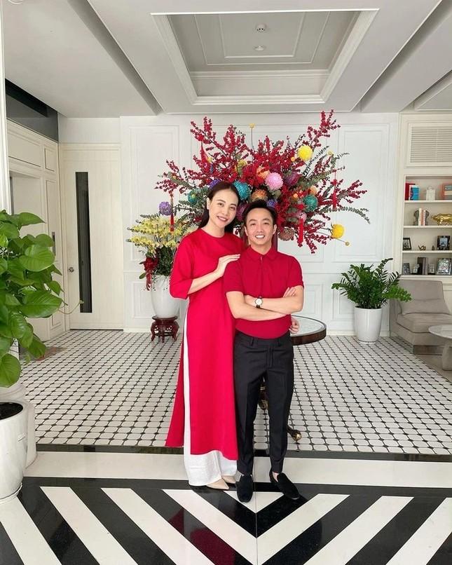 Ngắm sao Việt khoe áo dài ngày Tết mới thấy không phải túi hàng hiệu mà túi cói lên ngôi ảnh 7