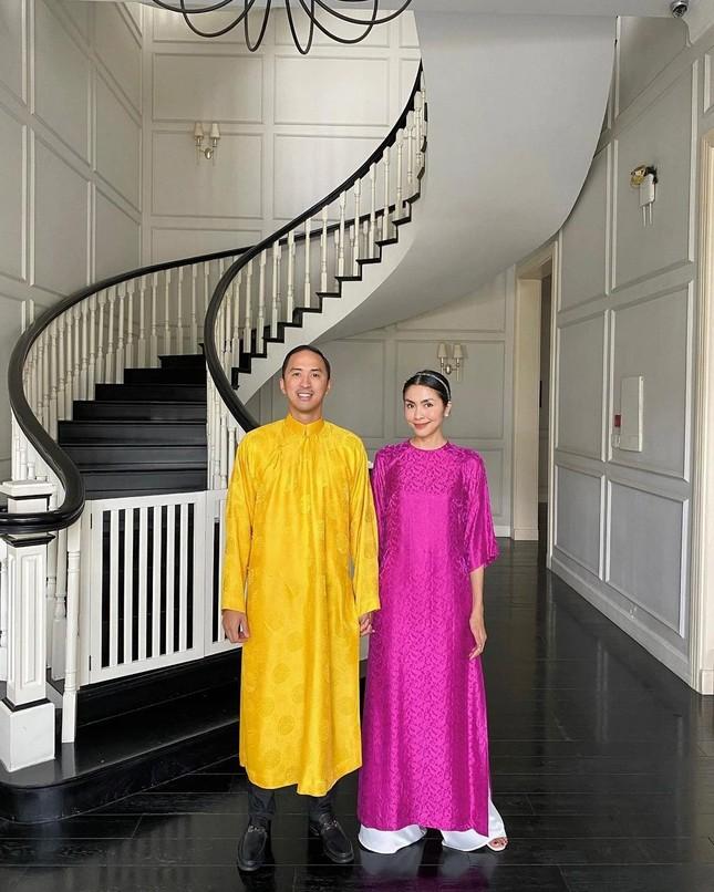 Ngắm sao Việt khoe áo dài ngày Tết mới thấy không phải túi hàng hiệu mà túi cói lên ngôi ảnh 6