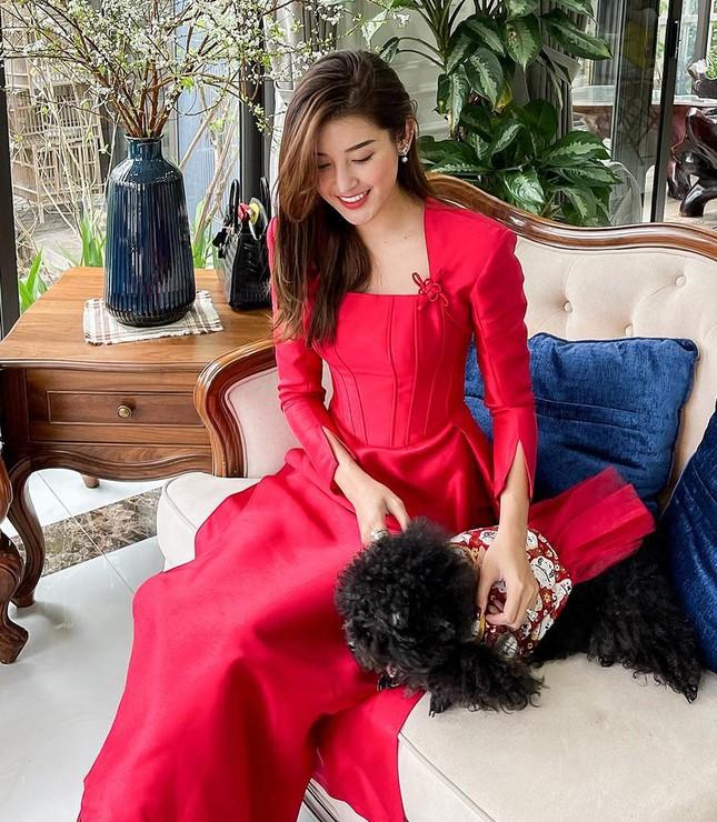 Ngắm sao Việt khoe áo dài ngày Tết mới thấy không phải túi hàng hiệu mà túi cói lên ngôi ảnh 8