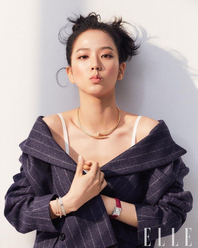 Ngắm BLACKPINK quảng cáo đồ trang sức: Từ nữ tổng tài đến cô nàng cá tính đều cân được hết ảnh 2