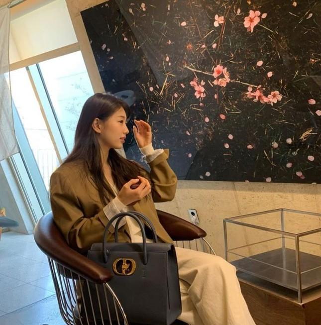 """Đọ quà tặng Dior gửi tới hai """"nàng thơ"""" Suzy và Jisoo BLACKPINK: Ai nhận được đồ """"xịn"""" hơn? ảnh 10"""