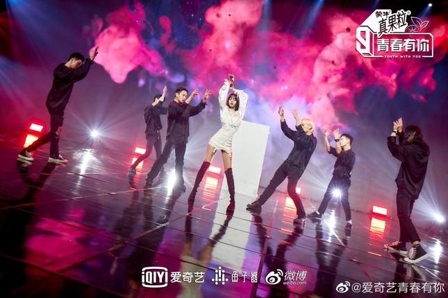 """""""Thanh Xuân Có Bạn 3"""" vừa tung ảnh giới thiệu, nhờ đâu Lisa leo thẳng lên hot search Weibo? ảnh 3"""