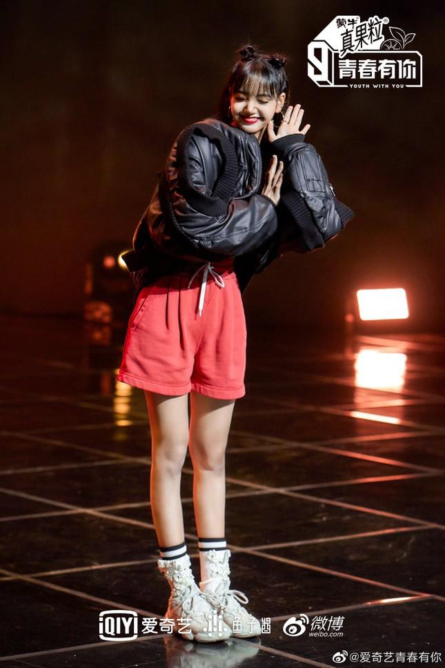 """""""Thanh Xuân Có Bạn 3"""" vừa tung ảnh giới thiệu, nhờ đâu Lisa leo thẳng lên hot search Weibo? ảnh 7"""