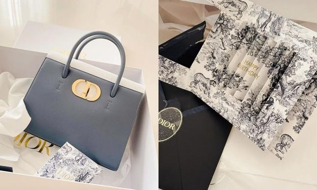 """Đọ quà tặng Dior gửi tới hai """"nàng thơ"""" Suzy và Jisoo BLACKPINK: Ai nhận được đồ """"xịn"""" hơn? ảnh 11"""