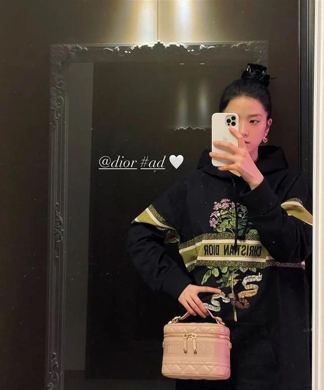 """Đọ quà tặng Dior gửi tới hai """"nàng thơ"""" Suzy và Jisoo BLACKPINK: Ai nhận được đồ """"xịn"""" hơn? ảnh 4"""