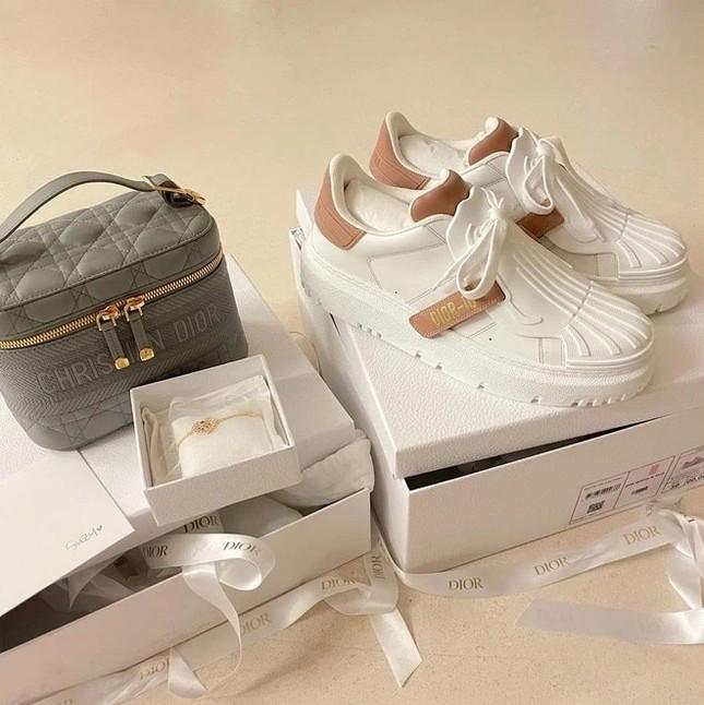 """Đọ quà tặng Dior gửi tới hai """"nàng thơ"""" Suzy và Jisoo BLACKPINK: Ai nhận được đồ """"xịn"""" hơn? ảnh 2"""