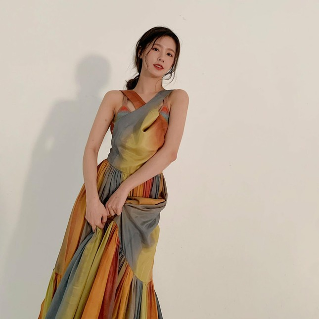 """Đã tìm ra """"chiếc váy thần thánh"""" được các mỹ nhân châu Á yêu thích nhất: Jisoo liệu có thắng thế? ảnh 1"""