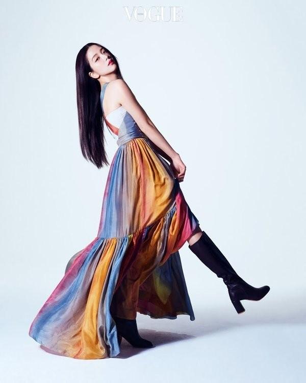 """Đã tìm ra """"chiếc váy thần thánh"""" được các mỹ nhân châu Á yêu thích nhất: Jisoo liệu có thắng thế? ảnh 2"""
