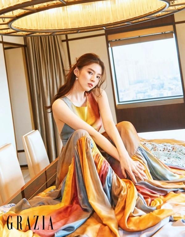 """Đã tìm ra """"chiếc váy thần thánh"""" được các mỹ nhân châu Á yêu thích nhất: Jisoo liệu có thắng thế? ảnh 6"""