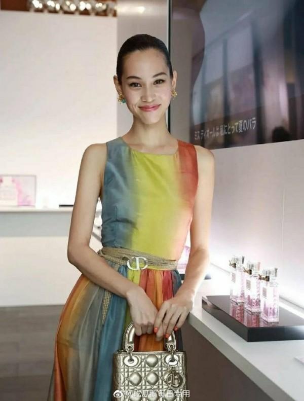 """Đã tìm ra """"chiếc váy thần thánh"""" được các mỹ nhân châu Á yêu thích nhất: Jisoo liệu có thắng thế? ảnh 10"""
