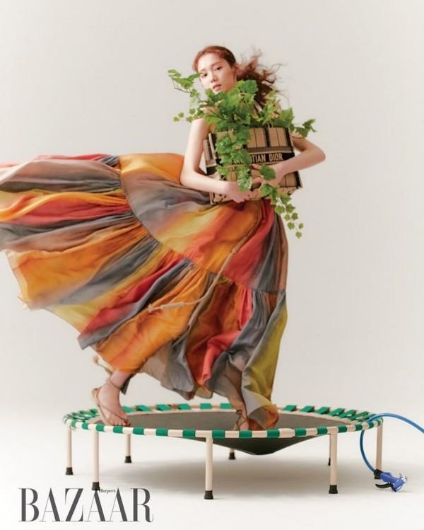 """Đã tìm ra """"chiếc váy thần thánh"""" được các mỹ nhân châu Á yêu thích nhất: Jisoo liệu có thắng thế? ảnh 7"""