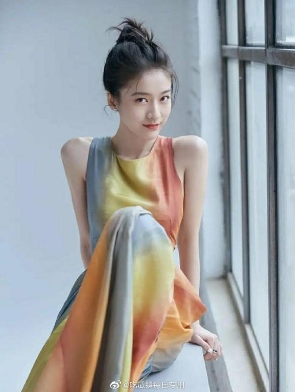 """Đã tìm ra """"chiếc váy thần thánh"""" được các mỹ nhân châu Á yêu thích nhất: Jisoo liệu có thắng thế? ảnh 9"""