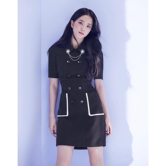 Vừa mời Jisoo làm nàng thơ, nhãn hàng thời trang này đã bị netizen chê bai vì sửa ảnh quá đà ảnh 4