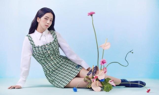 Vừa mời Jisoo làm nàng thơ, nhãn hàng thời trang này đã bị netizen chê bai vì sửa ảnh quá đà ảnh 5