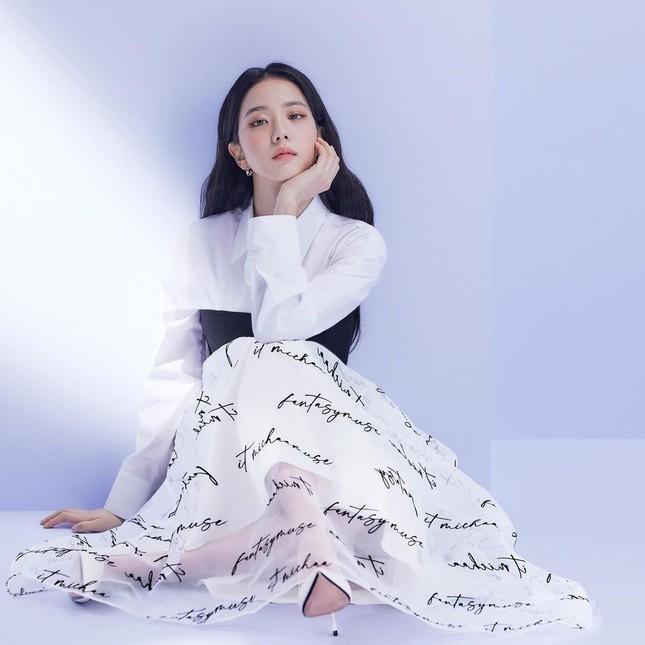 Vừa mời Jisoo làm nàng thơ, nhãn hàng thời trang này đã bị netizen chê bai vì sửa ảnh quá đà ảnh 6