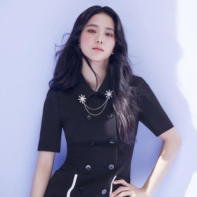 Vừa mời Jisoo làm nàng thơ, nhãn hàng thời trang này đã bị netizen chê bai vì sửa ảnh quá đà ảnh 3