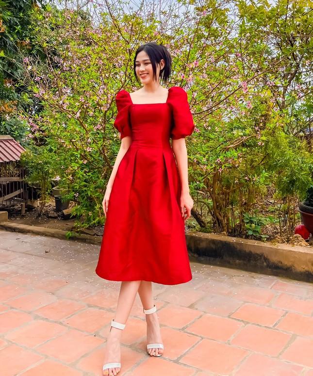 """Dáng chuẩn mặc gì cũng đẹp nhưng màu đỏ mới là """"chân ái"""" của Hoa hậu Đỗ Thị Hà ảnh 10"""