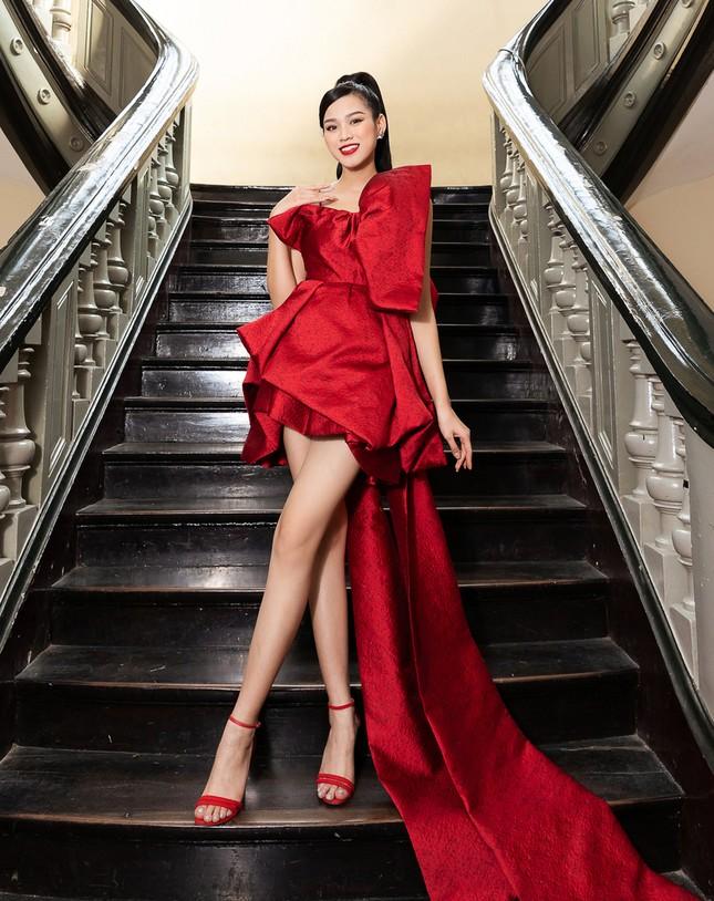 """Dáng chuẩn mặc gì cũng đẹp nhưng màu đỏ mới là """"chân ái"""" của Hoa hậu Đỗ Thị Hà ảnh 6"""