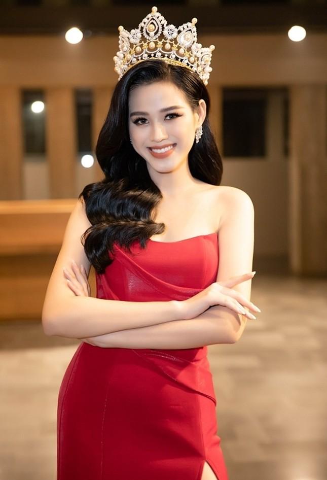 """Dáng chuẩn mặc gì cũng đẹp nhưng màu đỏ mới là """"chân ái"""" của Hoa hậu Đỗ Thị Hà ảnh 3"""
