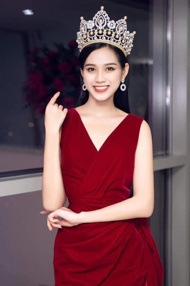 """Dáng chuẩn mặc gì cũng đẹp nhưng màu đỏ mới là """"chân ái"""" của Hoa hậu Đỗ Thị Hà ảnh 5"""