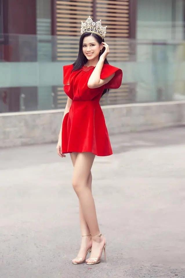 """Dáng chuẩn mặc gì cũng đẹp nhưng màu đỏ mới là """"chân ái"""" của Hoa hậu Đỗ Thị Hà ảnh 4"""