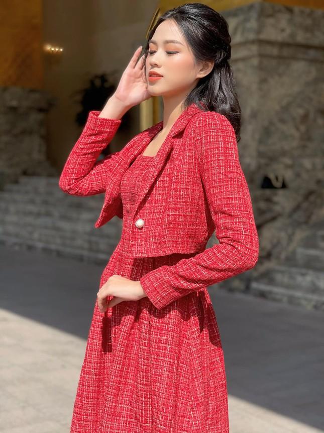 """Dáng chuẩn mặc gì cũng đẹp nhưng màu đỏ mới là """"chân ái"""" của Hoa hậu Đỗ Thị Hà ảnh 8"""