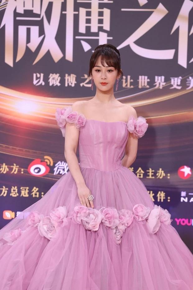 Đại chiến nhan sắc trên thảm đỏ Đêm hội Weibo 2020: Triệu Lệ Dĩnh, Angela Baby phải chịu thua đàn em ảnh 7