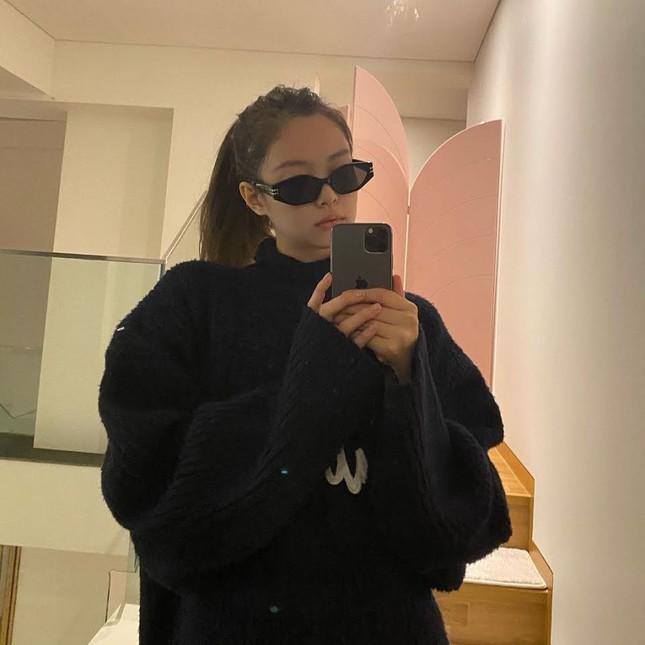 Muốn có ảnh selfie xịn xò với gương, hãy học ngay những bí quyết này của BLACKPINK! ảnh 5